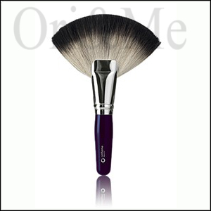 oriflame-beauty-fan-powder-brush