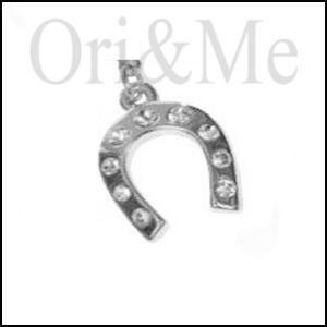 charm-horseshoe-pendant