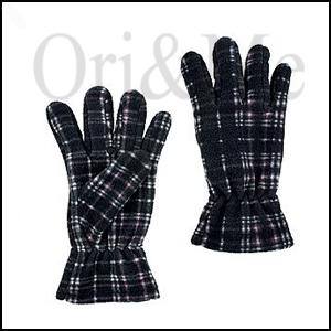 checks-gloves